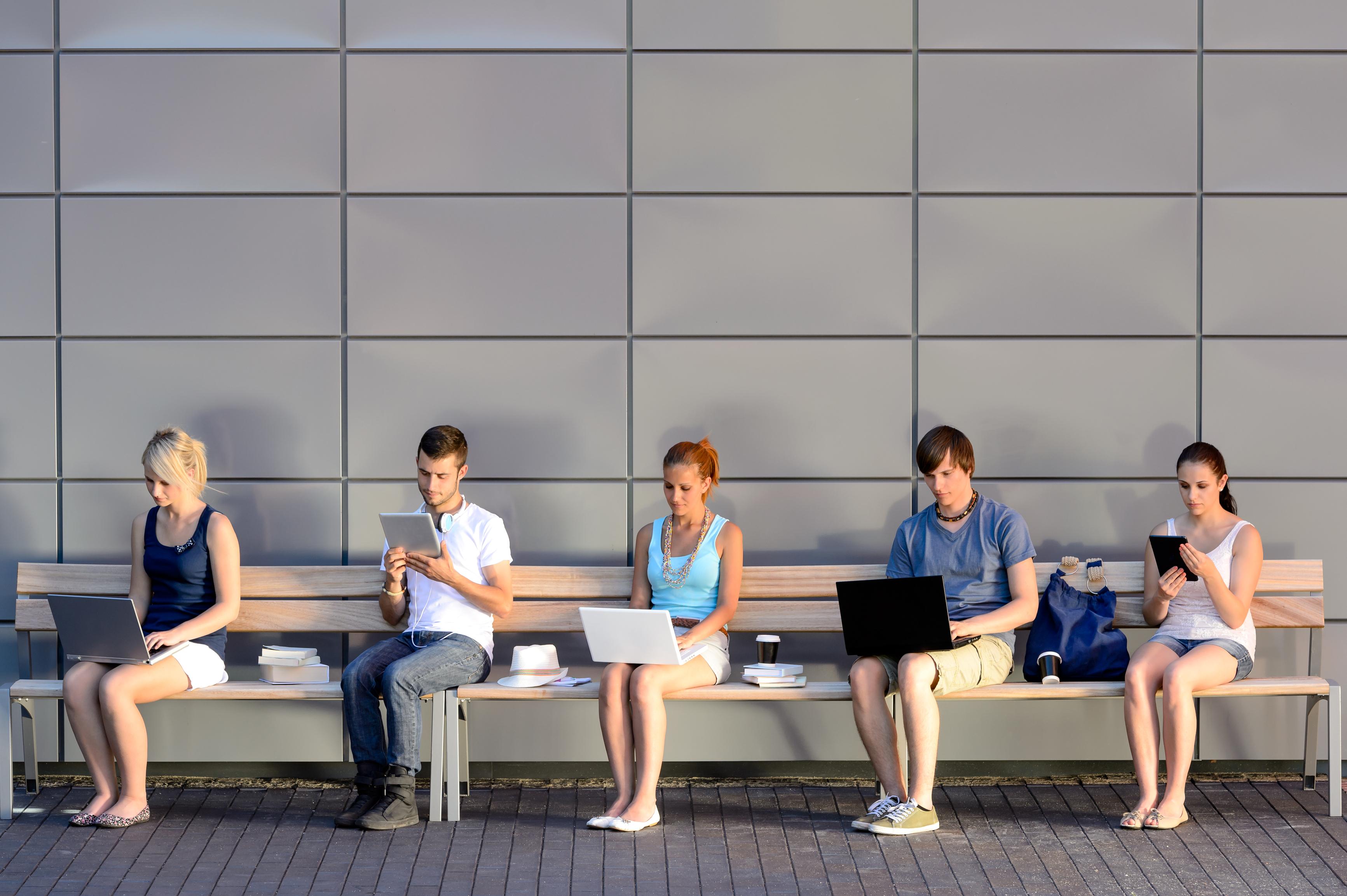 Как социальные сети влияют на вас и ваших близких