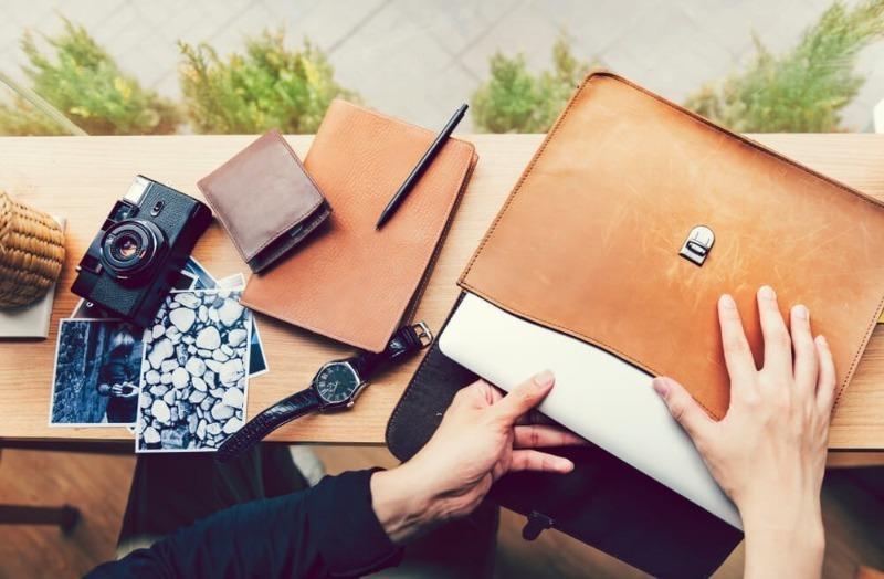 Как переносить ноутбук без сумки, чтобы гаджет не пострадал, а вас не заподозрили в скупости