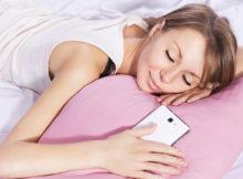 спать с телефоном