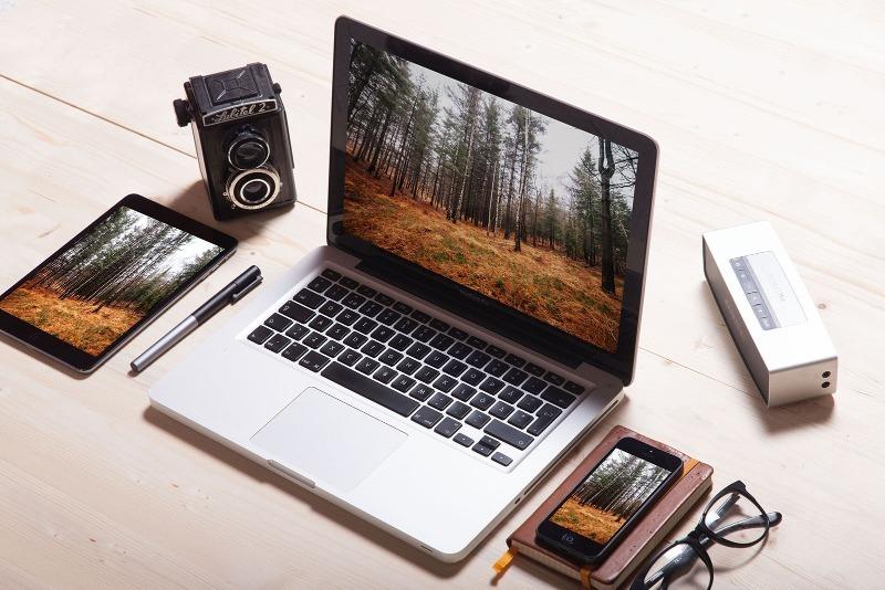 Почему нельзя класть телефон на ноутбук